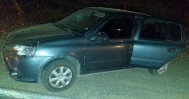 Las Lajas: chocaron, salió despedida del auto y murió