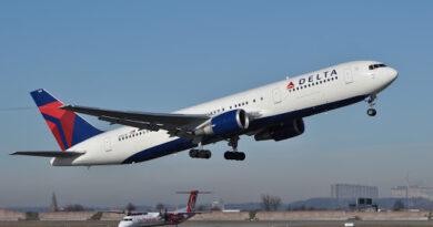 Un avión comercial en EEUU debió aterrizar de emergencia por un pasajero que amenazó con derribarlo